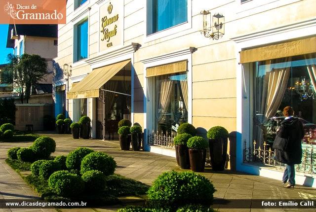 A reluzente e sofisticada loja Giovana Regali na Av. Borges de Medeiros