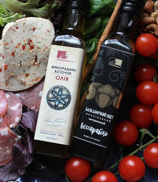 Колонист: масло виноградных косточек и бальзамический уксус
