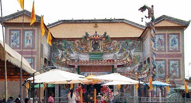 ศาลเทพเจ้ากวนอู หมู่บ้านผลสัมฤทธิ์ รังสิตคลอง 10 อ.ธัญบุรี จ.ปทุมธานี