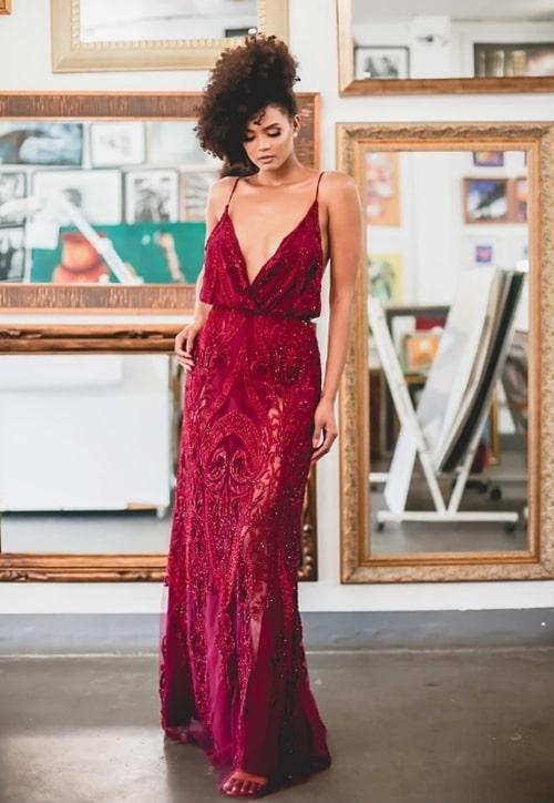 vestido de festa longo bordado vermelho marsala
