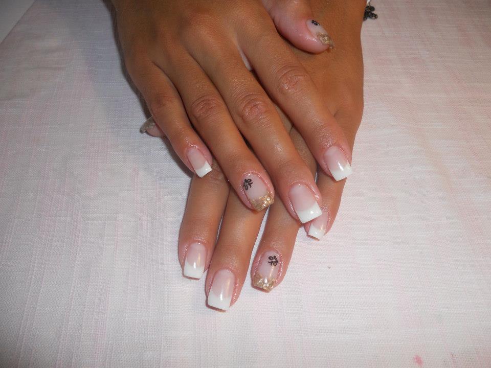 Unghii Cu Gel Mona Nails Artist