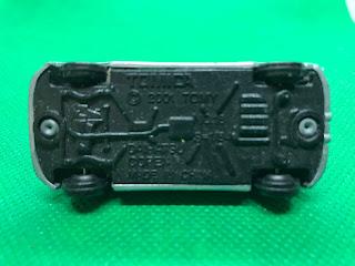 ダイハツ コペン のおんぼろミニカーを底面から撮影