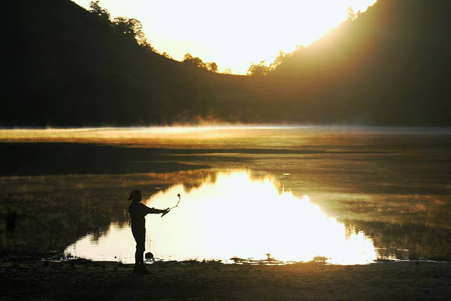 sunrise di ranu kumbolo gunung semeru