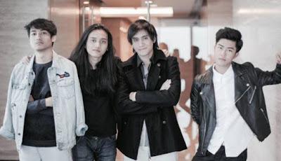 Kevin Aprilio Buat Grup Musik Baru Bernama Kevin and The Red Rose