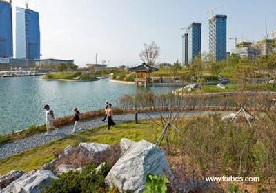 Parque en una urbanización vertical