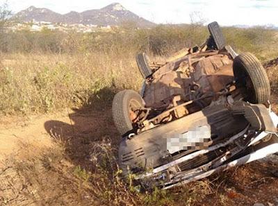 Motorista perde controle e capota veículo em Catolé do Rocha