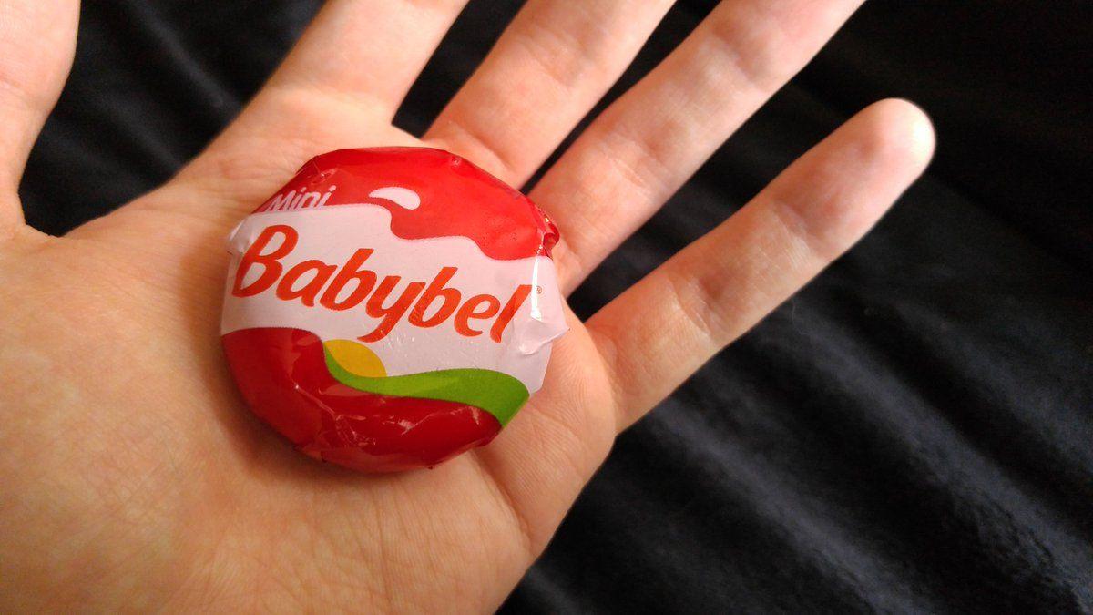 Bambino di 2 anni muore soffocato mentre mangia un Babybel, in Belgio
