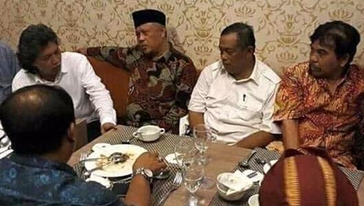 Cak Nun Tak Mau Dipanggil ke Istana oleh Presiden: Buruh 5 tahun Kok Manggil-manggil bos