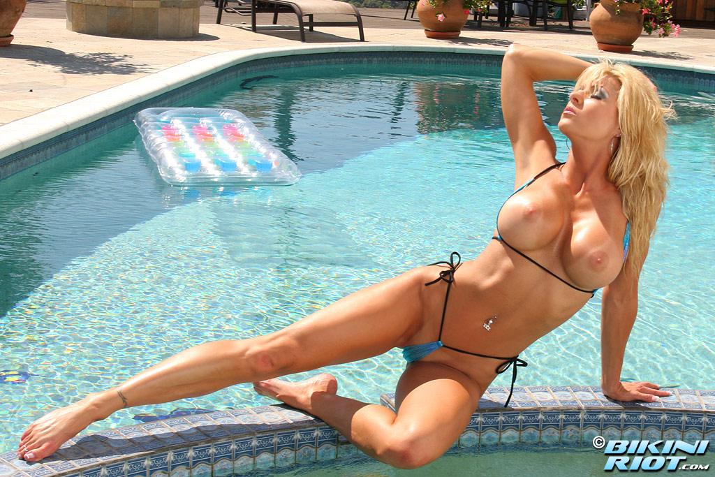 foto-traha-blondinok-v-bikini-pikaperov-tver-ero
