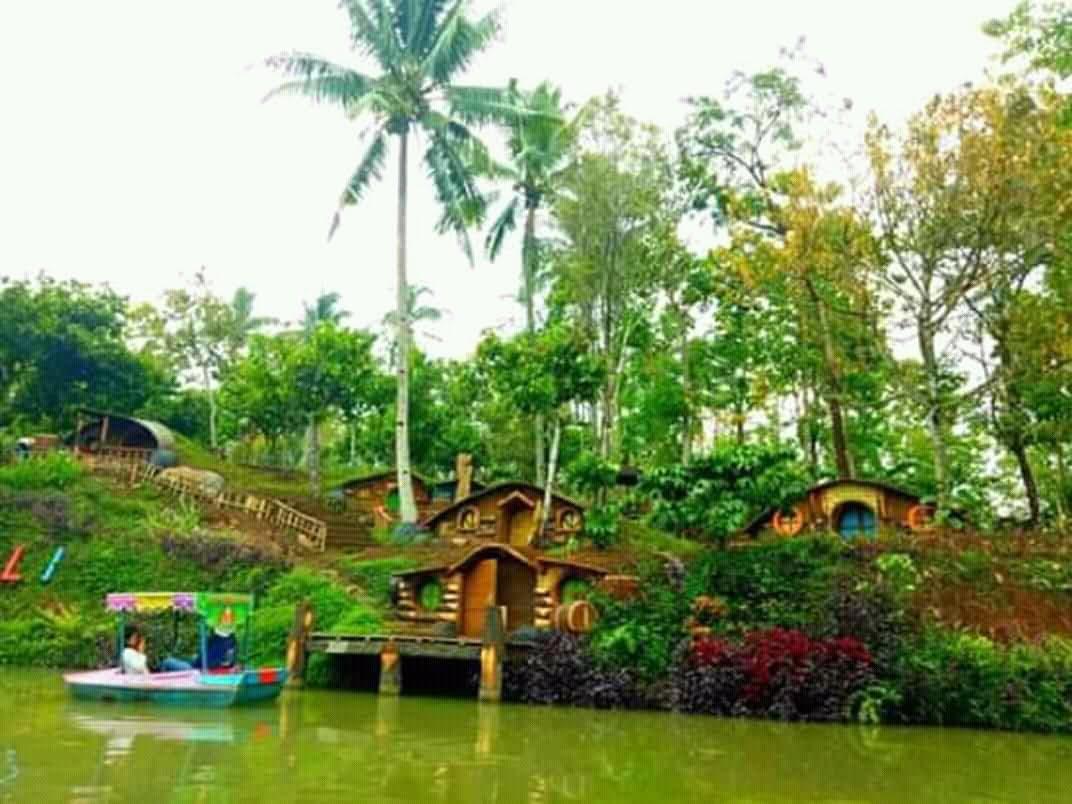 Wisata Banyu Mili Jombang Berkonsep Rumah Hobbit Topwisata Info