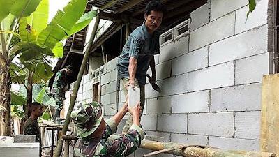 Di Lokasi Rehab RTLH, Kebersamaan TNI Dengan Warga Terus Meningkat