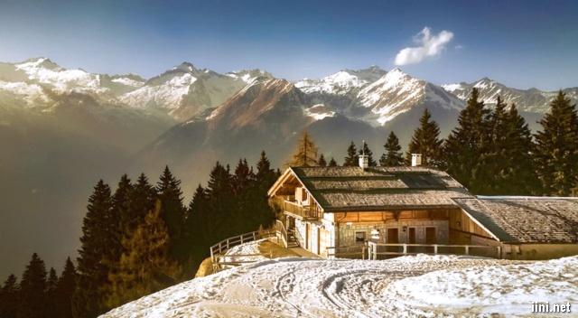 ảnh ngôi nhà bên sườn núi mùa đông