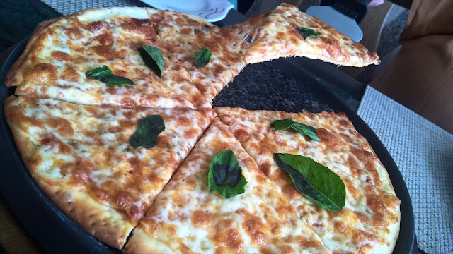 Where to have best pizzas in mumbai