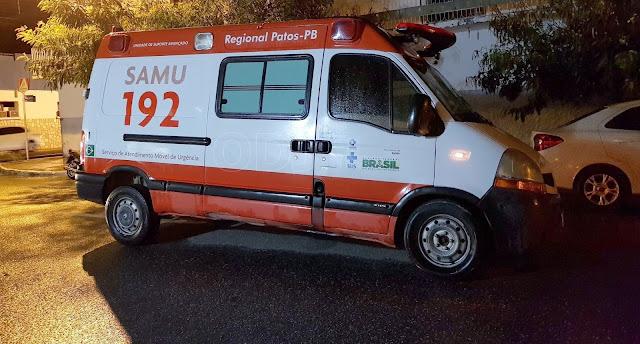 Ambulância do SAMU tem acidente em Patos e obstrui rua do centro