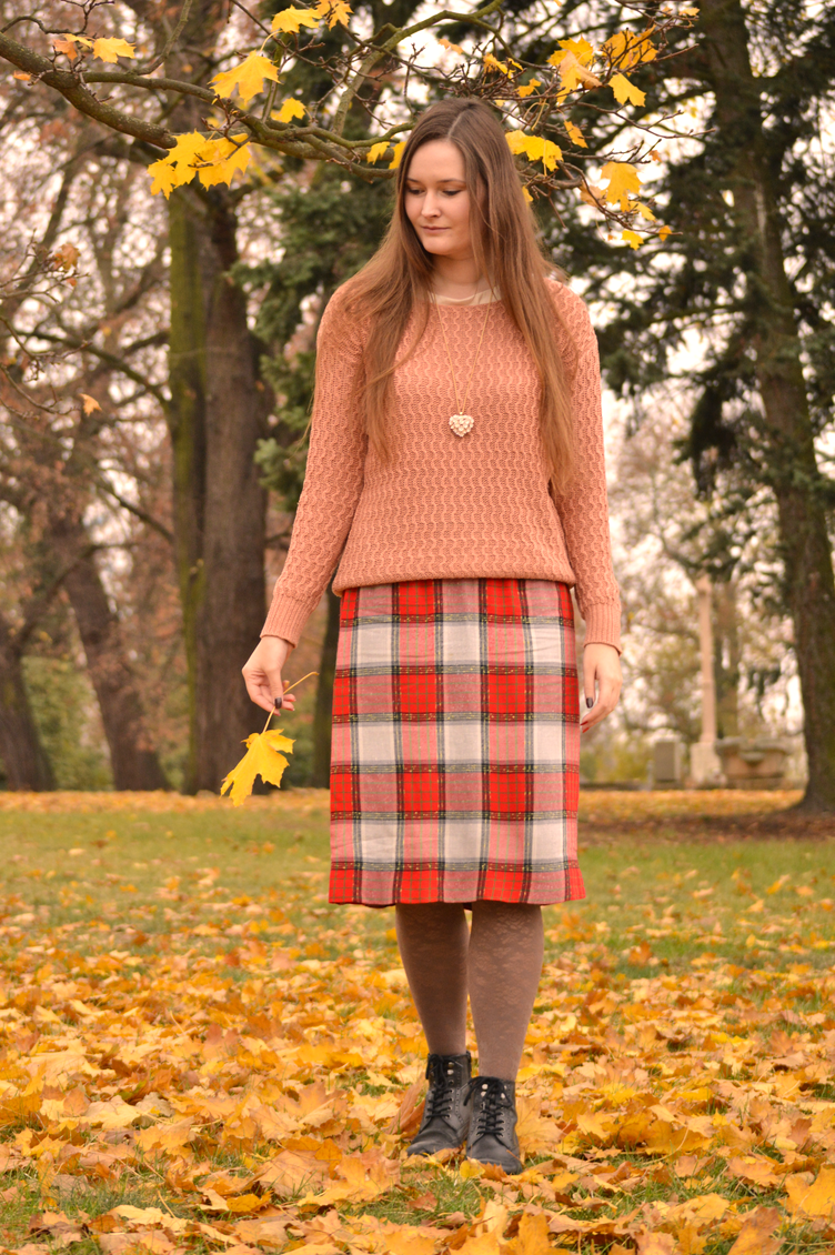 autumn outfit, autumn photoshoot, georgiana quaint, colourful autumn, autumn leaves