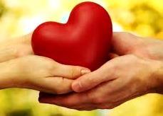 Foto dedicado al amor  (Corazón entre las manos de un hombre y una mujer)