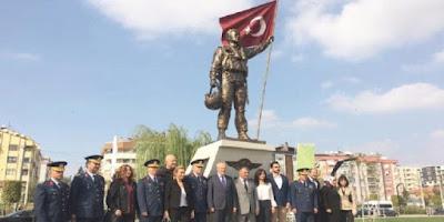 Άγαλμα για τον Τούρκο πιλότο F-16 που «καταρρίφθηκε» από ελληνικό Mirage 2000 μετά την κρίση των Ιμίων! [pics]