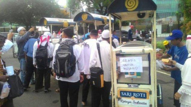 Kisah Sedih Penjual Sari Roti: 'Saya Nggak Ngerti Ada Apa, Sampai Hari Ini Belum Laku Sama Sekali'