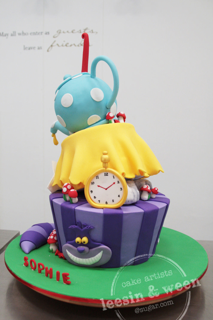 alice-in-wonderland-topsy-turvy-wedding-cake