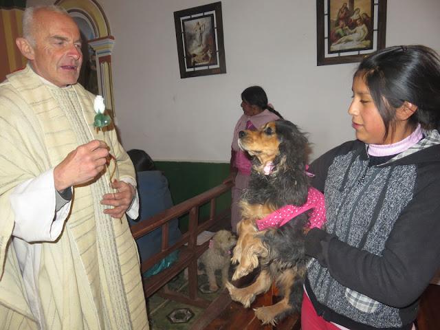 ROCHUS VON MONTPELLIER, der Hundeheilige er steht in einer Nische in der Pfarrkirche. An der Pest erkrankt, dem Sterben nahe, erschien ihm ein Engel und ein Hund brachte im täglich ein frisches Brot bis zu seiner Genesung, so die Legende.