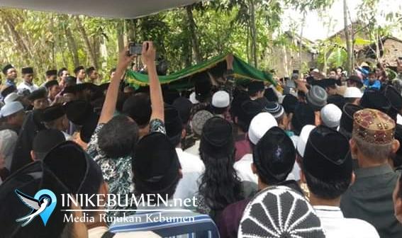 Wafat, KH Musyaffa Ali Disalatkan Hingga 100 Gelombang