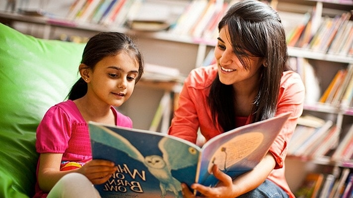 Cara mengajari anak membaca dengan cepat