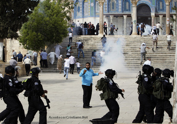 Musulmanes y judíos se enfrentan en el Monte del Templo