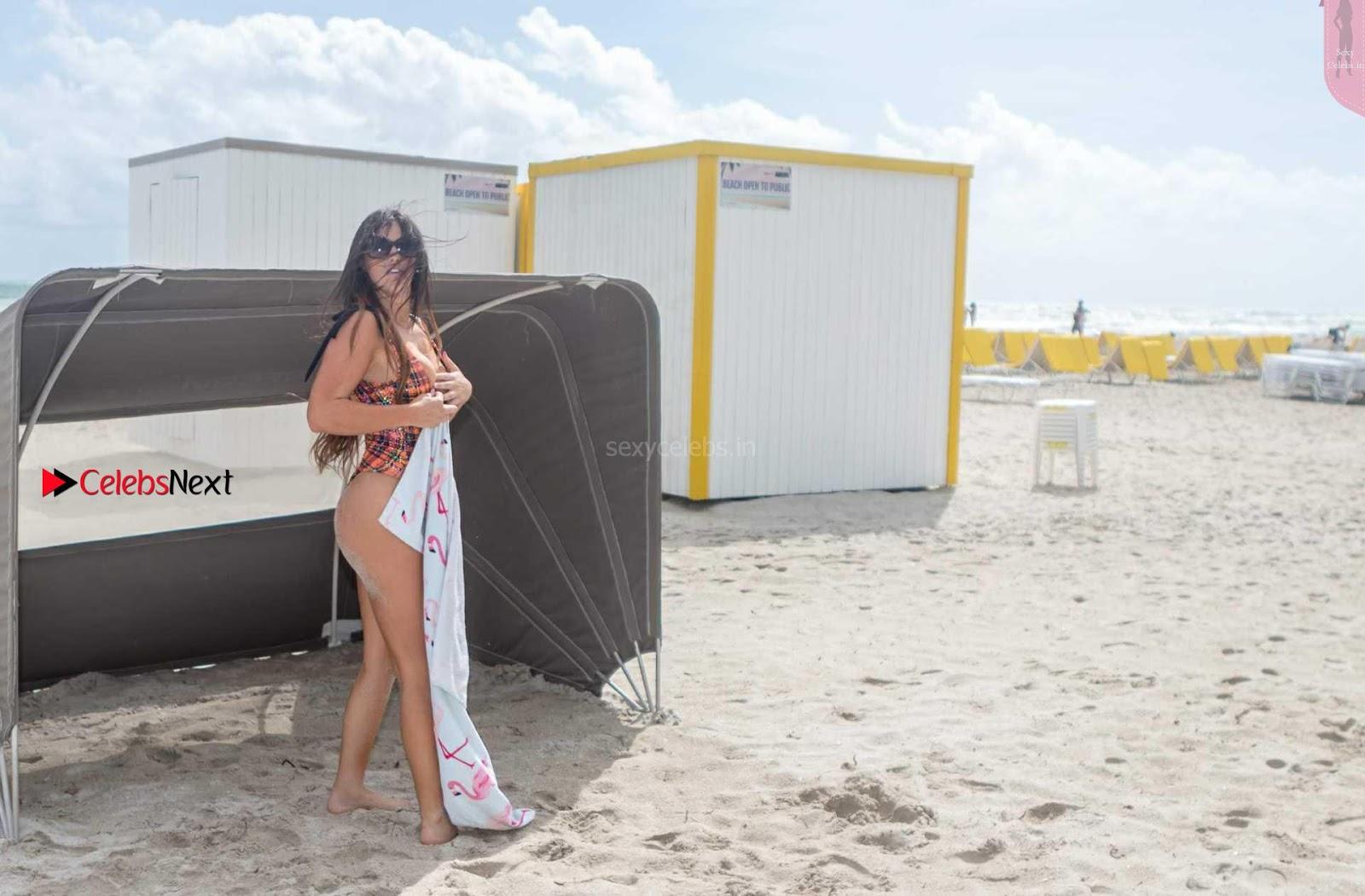 Claudia Romani Dirty huge AsS WOW Closeups
