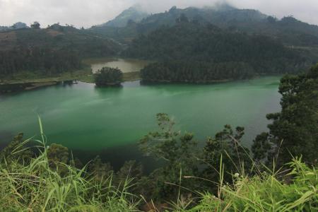 Wisata Telaga Pengilon di Dieng Jawa Tengah