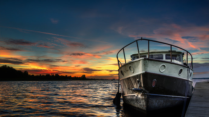 Wallpaper: Boat and Sunset