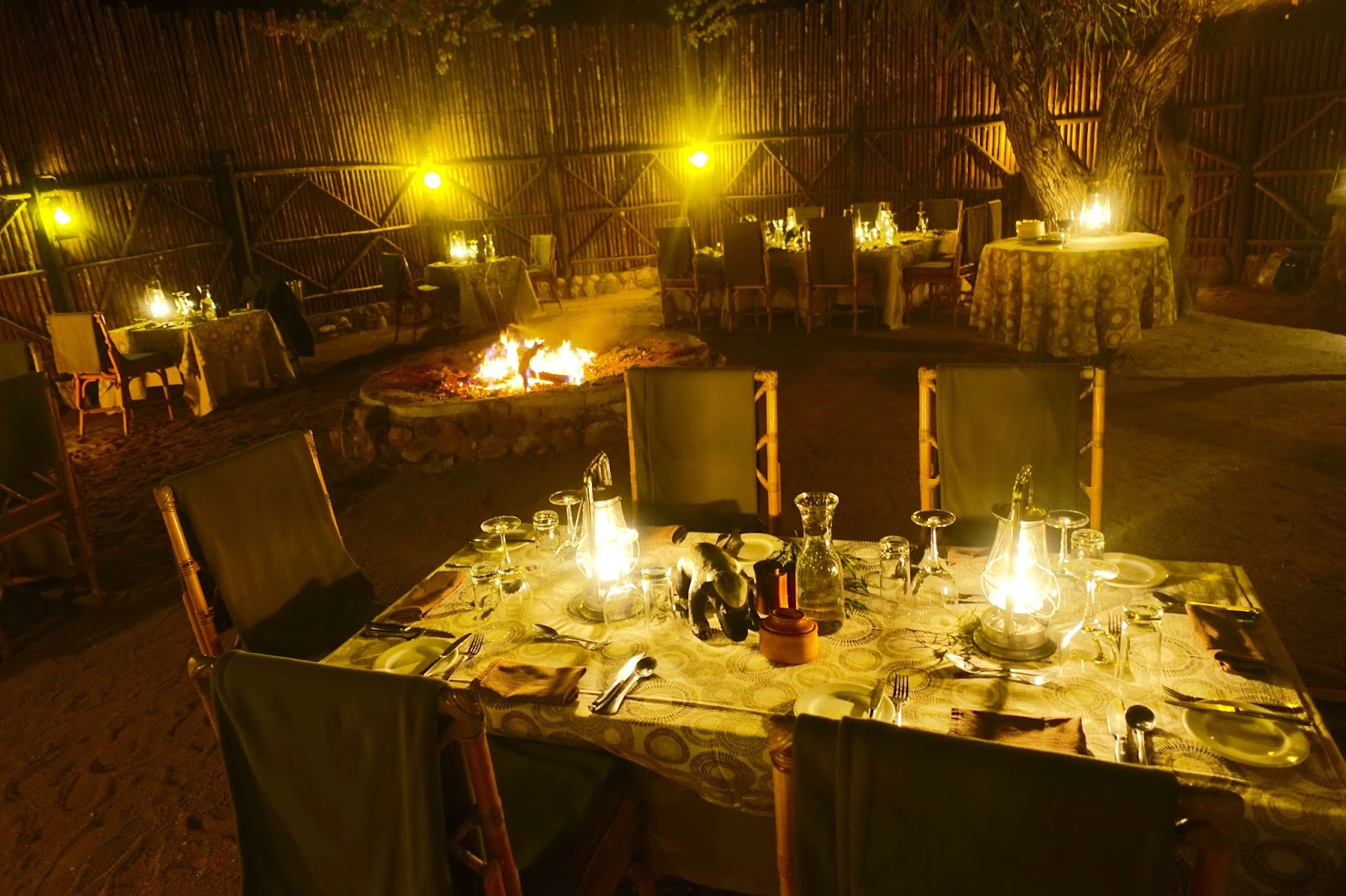 outdoor dining at motswari luxury game lodge