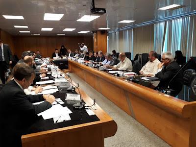 Centrais entregam ao ministro do Trabalho documento com medidas urgentes para o desenvolvimento do País