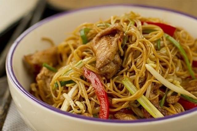 Haz un buffet de comida china, totalmente delicioso