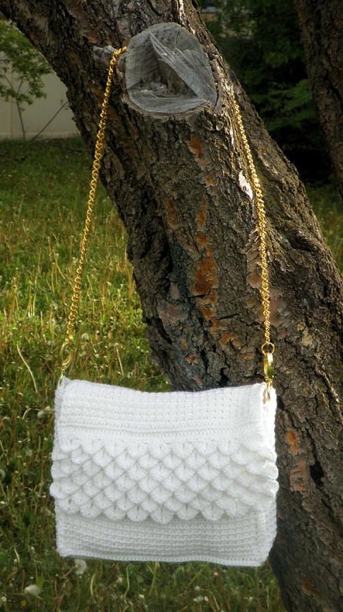 White Crocodile Purse - Free Pattern