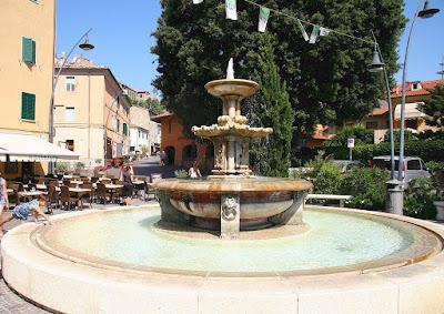 Castiglione della Pescaia 19th century fountain