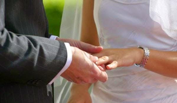 Πόσο κοστίζει τελικά ένας πολιτικός γάμος;