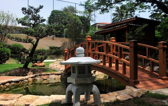 jardim japones; ponte jardim; paisagismo; pinheiro negro; ponte jardim; lanterna de pedra