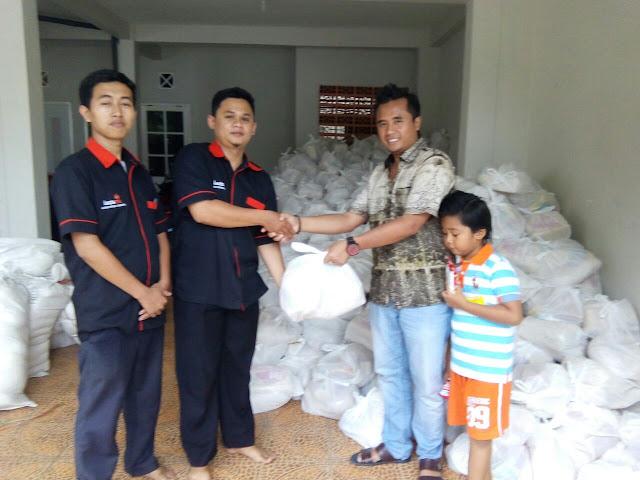 2000 Paket Baksos Sembako kerjasama Lazismu Jember dengan PT. Khinansyah Adi Land