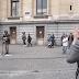 Canta A Bob Marley En La Calle E Invita A Alguien Del Público A Unirse A Él. El Dúo Es Impresionante