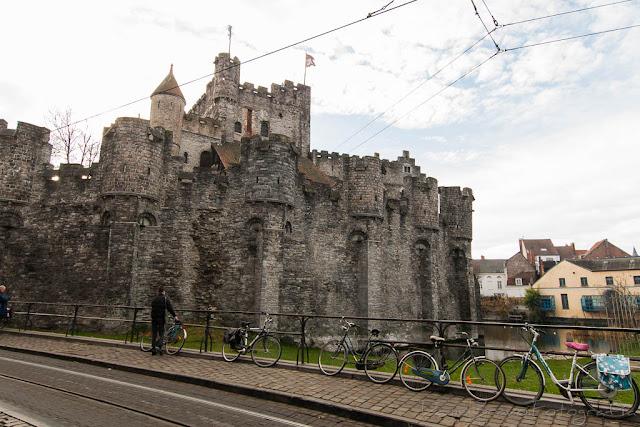 Castillo y bicicletas en Gante