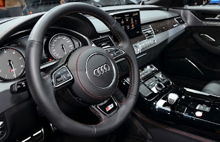 Audi S8 Entertainment: USB slot, CD and radio, DVD/CD player
