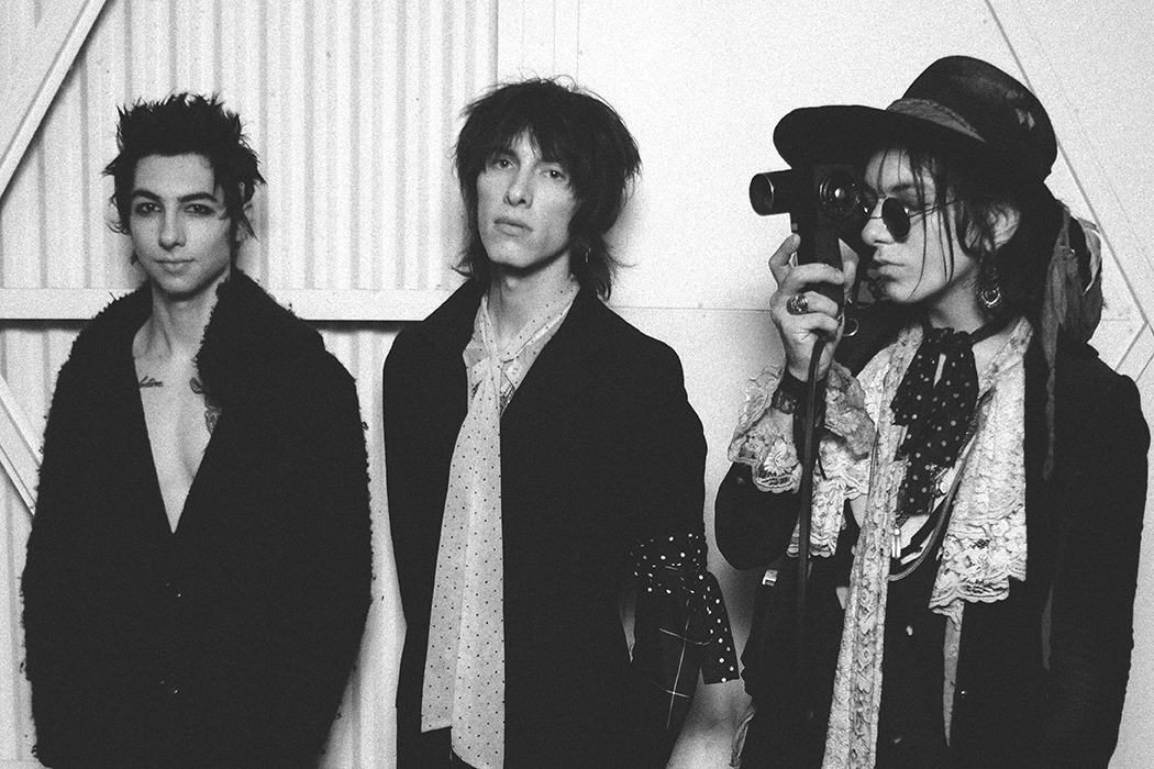 The Chronicles: *NEW* Song Review: Palaye Royale
