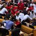 Batalla campal en el Parlamento de Sudáfrica