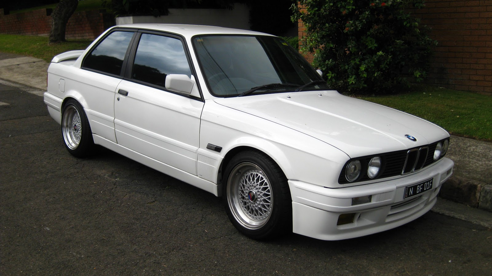 Aussie Old Parked Cars 1990 Bmw 325is E30