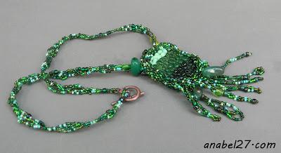 украшения из бисера зеленый кулон стекло