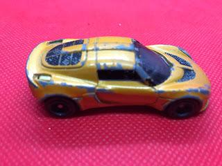 ロータス エキシージ S のおんぼろミニカーを側面から撮影