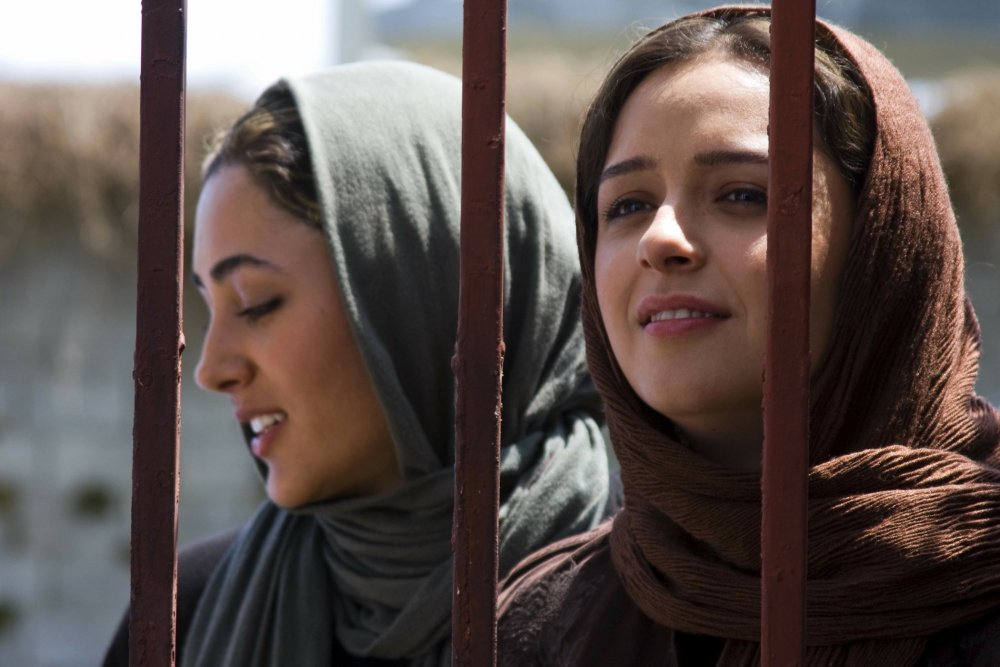 about-elly-2009-001-sepideh-and-elly-behind-bars.jpg