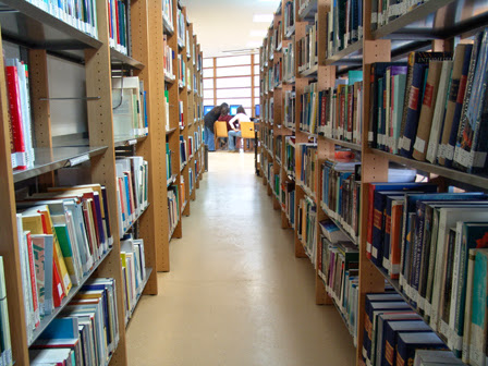 Feira do livro na Biblioteca Domingos Cravo