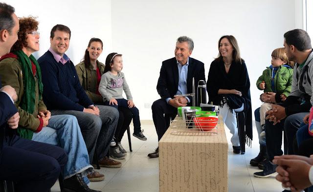 El Presidente se reunió con familias que adquirieron sus viviendas con el ProCreAr