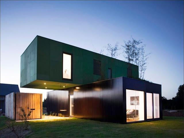 frente Casa sustentável feita com containers